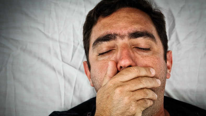 Objawy krztuśca w pierwszych tygodniach przypominają objawy infekcji dróg oddechowych