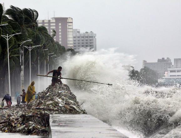 Tajfun Saola izazvao smrt 12 ljudi na Filipinima