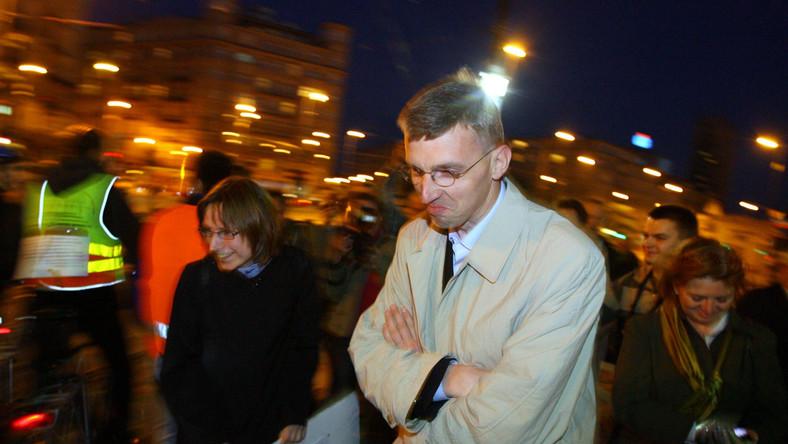 Protest rowerzystow przeciw niewybudowaniu zapisanej w planach zagospodarownia przestrzennego sciezki rowerowej na ul. Marszałkowskiej