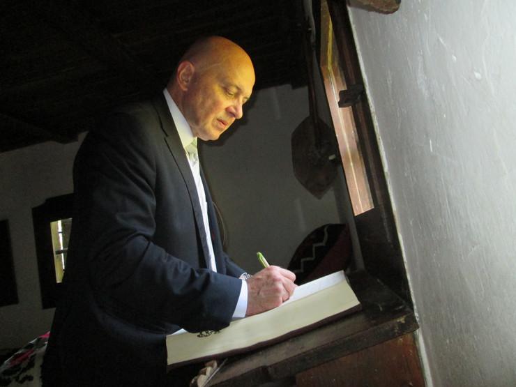 Ministar kulture otvorio saborske dane: Vladan Vukosavljević se upisao u knjigu utisaka u Vukovoj spomen kući