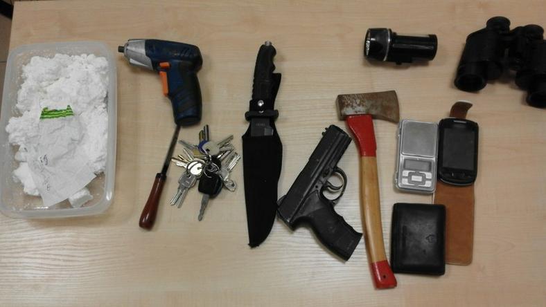 Narkotyki i przedmioty, które znajdowały się w ściganym pojeździe