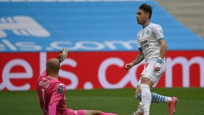 Lirola double gives Marseille late win over Lorient