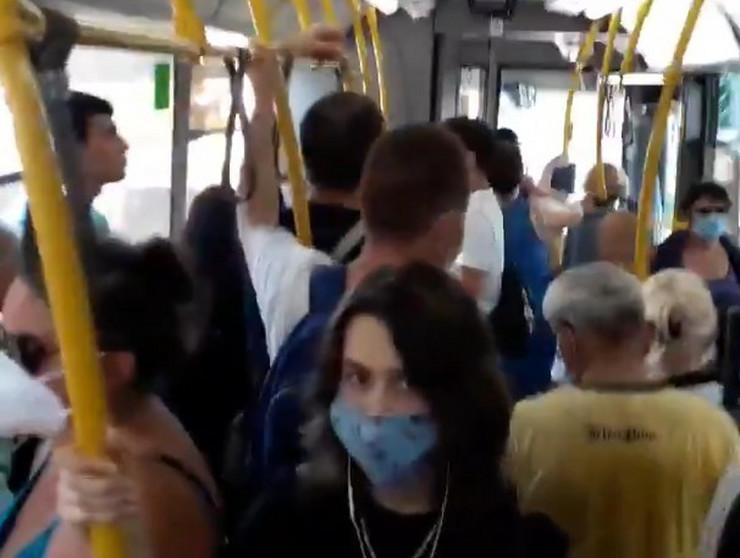 Maske u prevozu