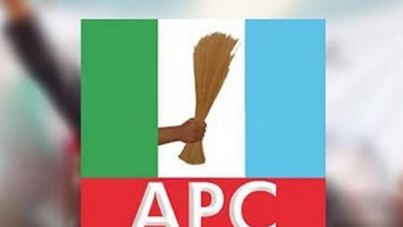 Lagos APC officially receives ex-PDP bigwigs, other defectors