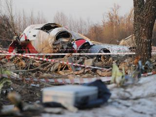 Polish president's plane crashes near Smolensk