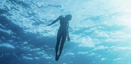 Marisa nagim ciałem nęci nebezpieczne rekiny. Niesamowite zdjęcia