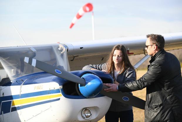 Przygodę z lotnictwem rozpoczyna się od lotów na niewielkich, lekkich samolotach turystycznych