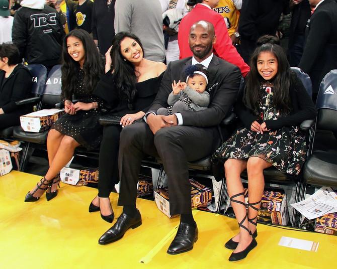 Vanesa i Kobi Brajant sa ćerkama Natalijom, Bjankom i Đijanom 2017. u Los Anđelesu: par je u braku dobio i ćerku Kapri