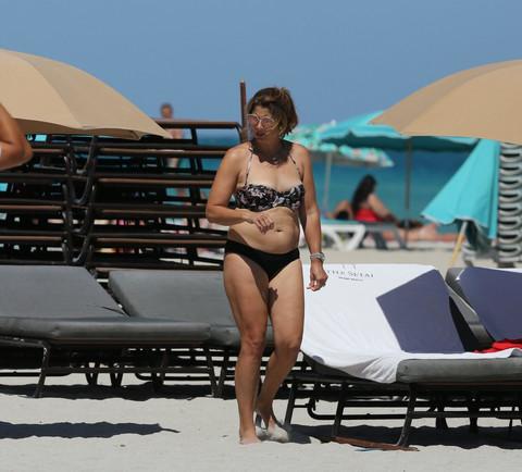 Razlikuje se od ostalih žena tenisera: Mirka Federer bez kompleksa šeta plažom!