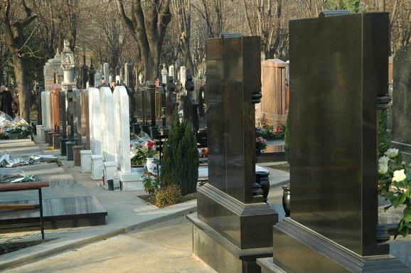 Izmišljanjem usluga pojedini privatnici povećavaju cenu sahrane