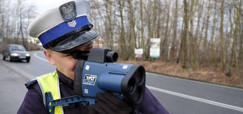 Uwaga! Mało osób wie o tej zmianie w przepisach, a policja masowo daje mandaty, wykorzystując zapis z dronów!