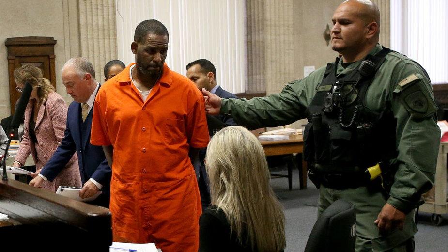 Sąd uznał, że piosenkarz Robert Kelly jest winny wykorzystywania seksualnego kobiet, łapówkarstwa i wymuszanie haraczy