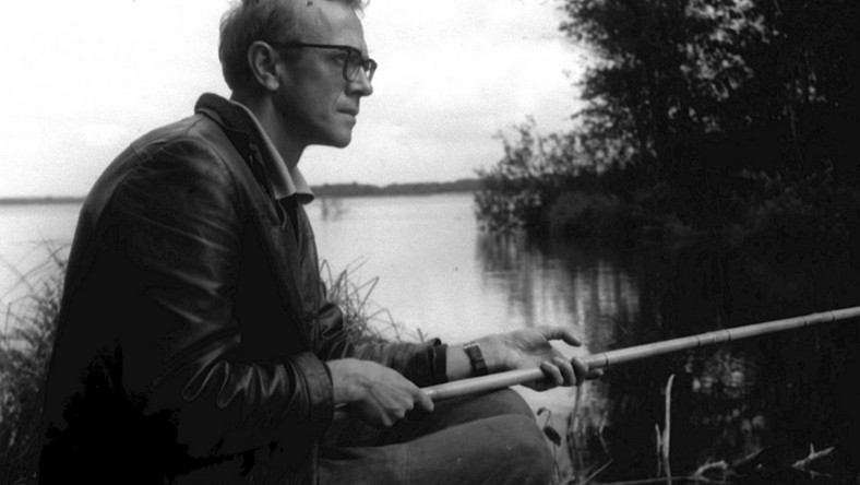 Zbigniew Nienacki na rybach. 1974 PAP/CAF archiwum