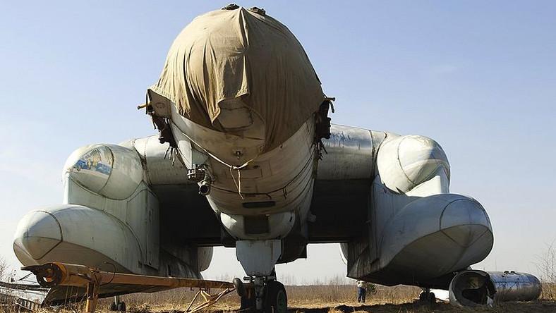 Maszyna po raz pierwszy wzbiła się w powietrze 4 września 1972 roku. Po udanej próbie na pasie startowym, rozpoczęto testy nawodne