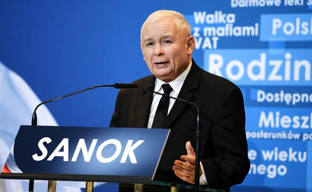 """Prezes PiS przypomniał, że """"Autosan prawie upadł, ale dzięki wsparciu rządu i byłej premier Beaty Szydło został uratowany i w tej w chwili ma przede sobą wielkie perspektywy""""."""