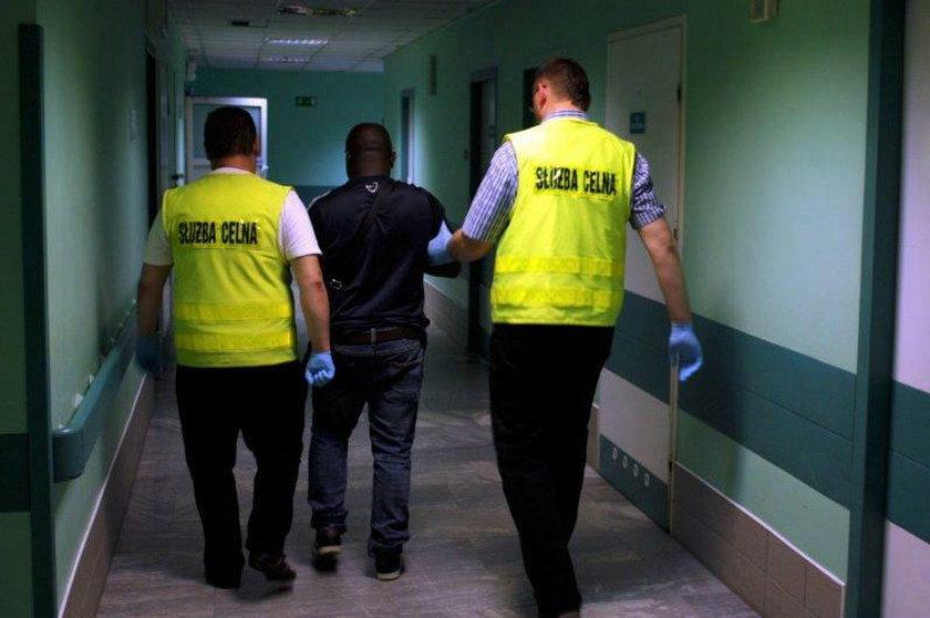 Nigeryjczyk zatrzymany. Nie uwierzysz, co miał w brzuchu!