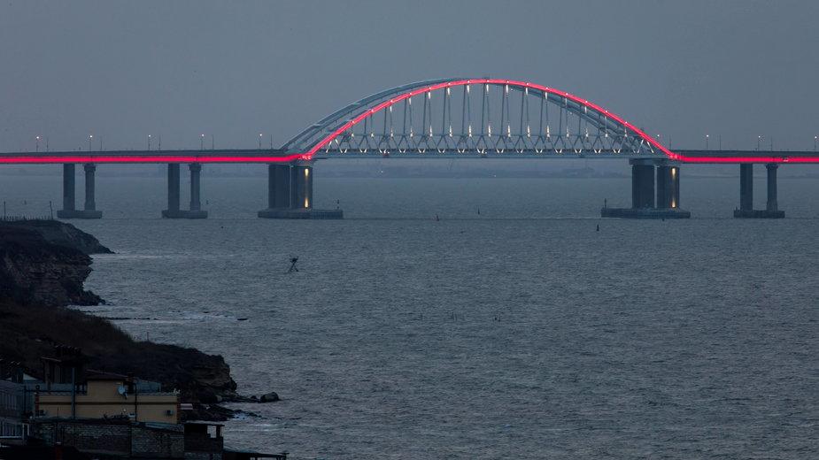 Most na Cieśninie Kerczeńskiej, oddzielający Morze Czarne od Morza Azowskiego