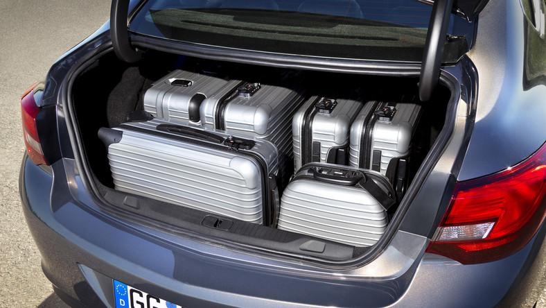 Bagażnik ma 460 litrów pojemności, czyli o 90 litrów więcej niż w modelu pięciodrzwiowym...