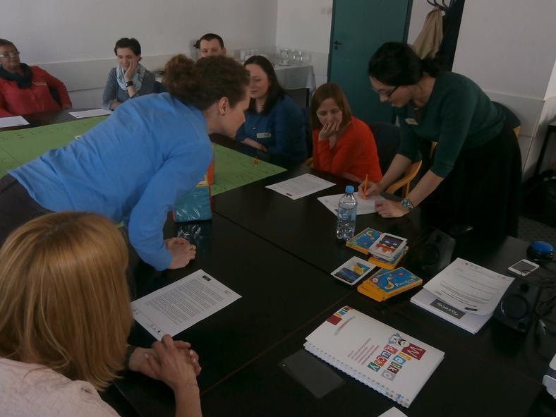 Gra planszowa dotycząca motywowania wolontariuszy