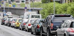 Pojedziesz tylko 30 km/h! Ostre hamowanie w miastach!