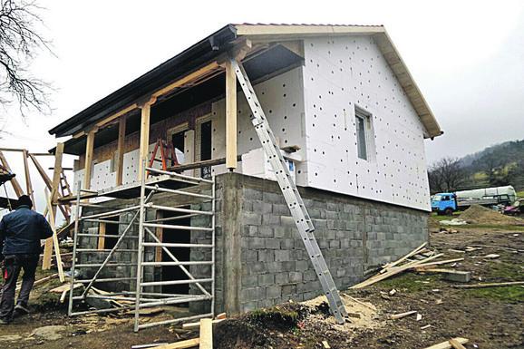 Nova kuća u planini niče kao pečurka posle kiše