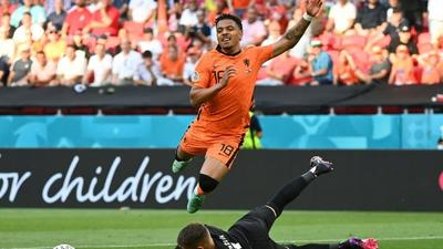 Netherlands' Malen joins Dortmund after Sancho departure
