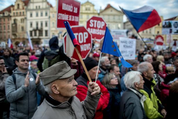 Organizatorzy zapowiedzieli, że kolejna demonstracja odbędzie się za tydzień. Za dwa tygodnie protest ma przenieść się z Rynku Starego Miasta na plac Wacława.