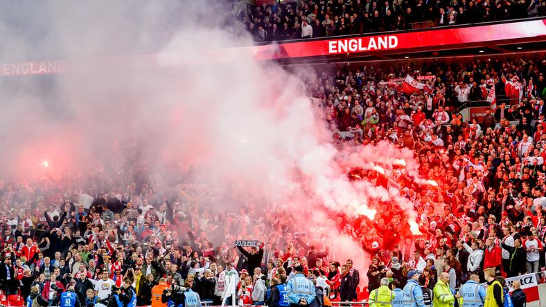 Polscy kibice na Wembley odpalili race