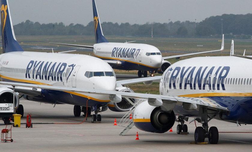 Piloci i reszta załogi samolotu Ryanair musiała spać na podłodze