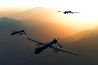 Coraz więcej osób chce latać dronami