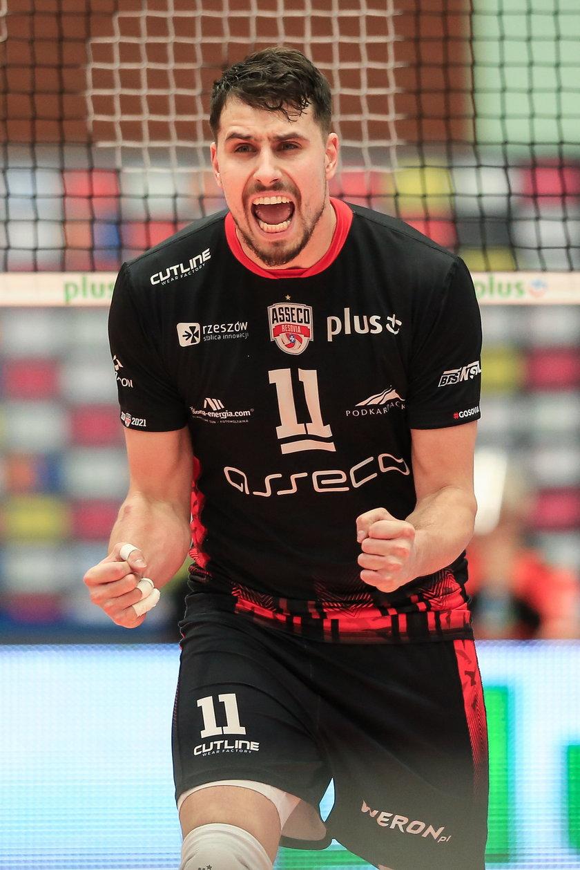 W 2015 r. zdobył z nią mistrzostwo Polski oraz srebrny medal Ligi Mistrzów.