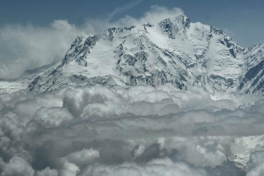 Akcja ratunkowa pod Nanga Parbat. Pod szczytem utknął polsko-francuski duet
