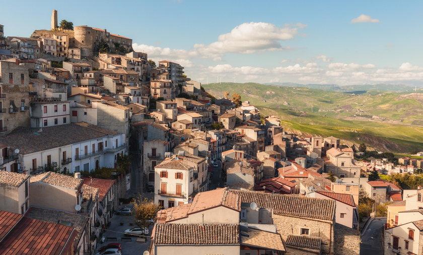 Sycylia: burmistrz oddaje domy za darmo, żeby ratować miasto