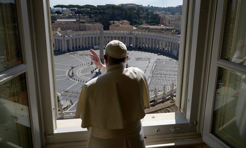 Lockdown na Wielkanoc. Watykan szykuje się do świąt i rocznicy śmierci papieża Polaka.