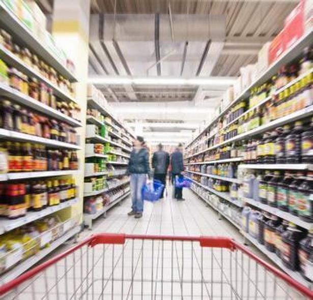 Opłata półkowa to nielegalnie pobierana przez sieci handlowe od dostawców opłata za wystawienie towaru do sprzedaży.