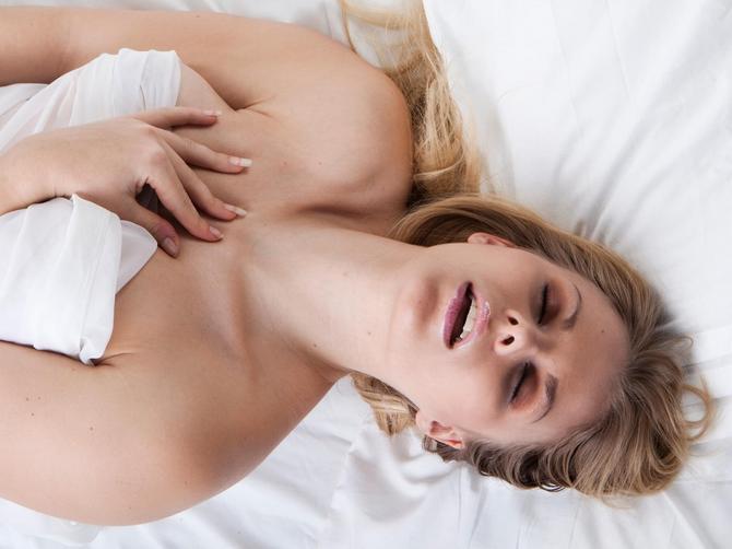 Dečko me je naterao da masturbiram dok me on GLEDA: Desila se stvar koju NIKAKO NISAM OČEKIVALA