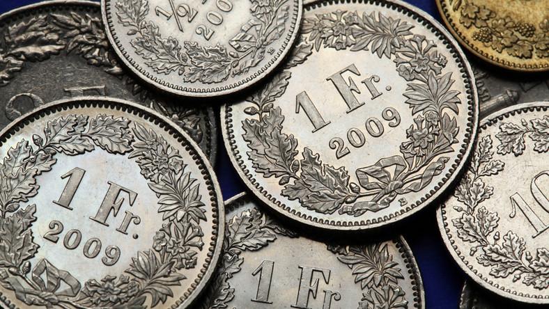 Premier: Państwo nie dopłaci do frankowiczów, ale sprawdzi banki