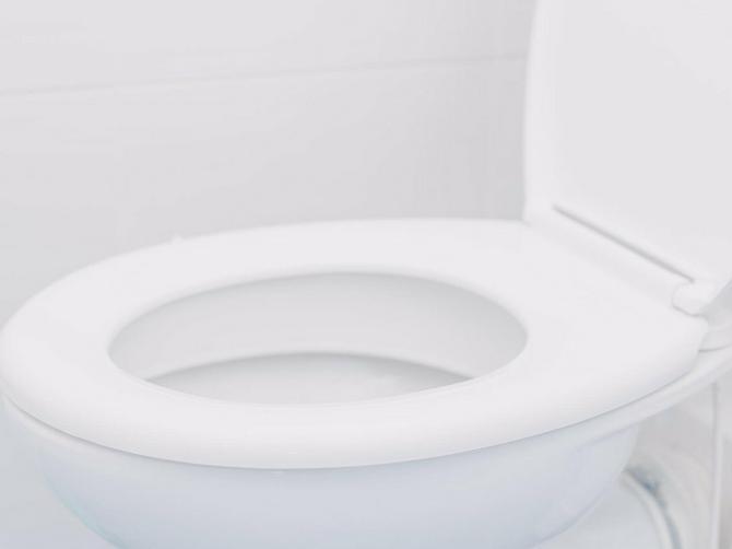 Ako ne želite neviđene probleme: Ovih šest stvari nikako ne bacajte u WC šolju