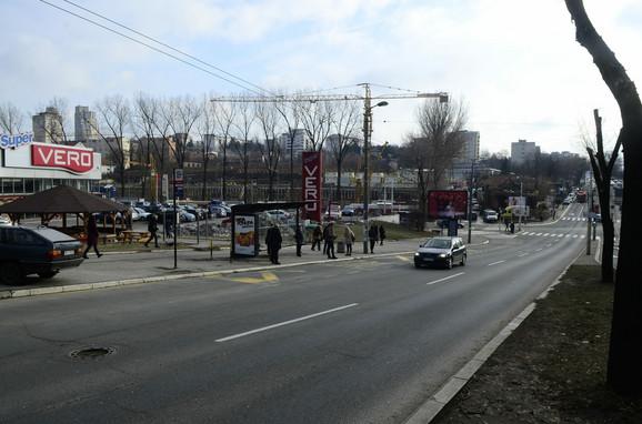 Stanica ispred supermarketa