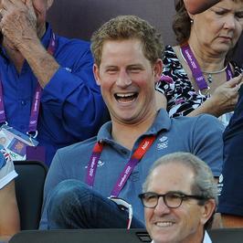 Książę Harry skorzysta na skandalu z jego nagimi zdjęciami?