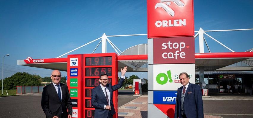 Ile zarabia kasjer na stacji należącej do Orlenu? To zależy. Gdzieniegdzie bierze tyle, co niejeden inżynier w Polsce