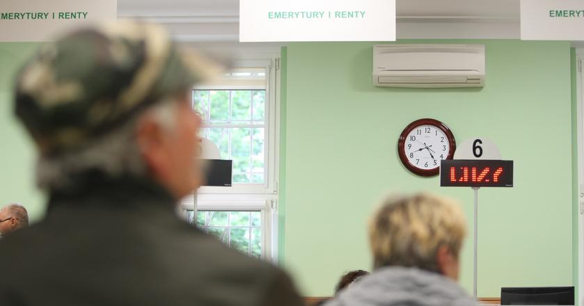 ZUS zawyża emerytury o 180-250 zł, co kosztuje budżet państwa 9 mld zł rocznie