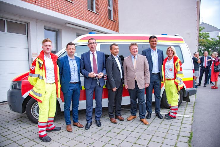 Gradonačelnik Beča uručio ključeve vozila hitne pomoći