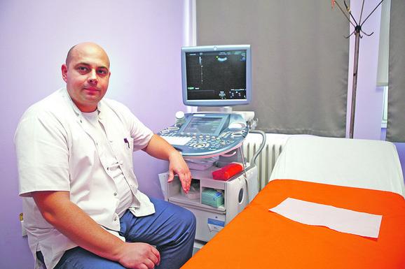 - Imamo odličan aparat koji zadovoljava potrebe moderne medicine, ali šta to vredi kada nemamo vaginalnu sondu - kaže dr Dragan Vekić