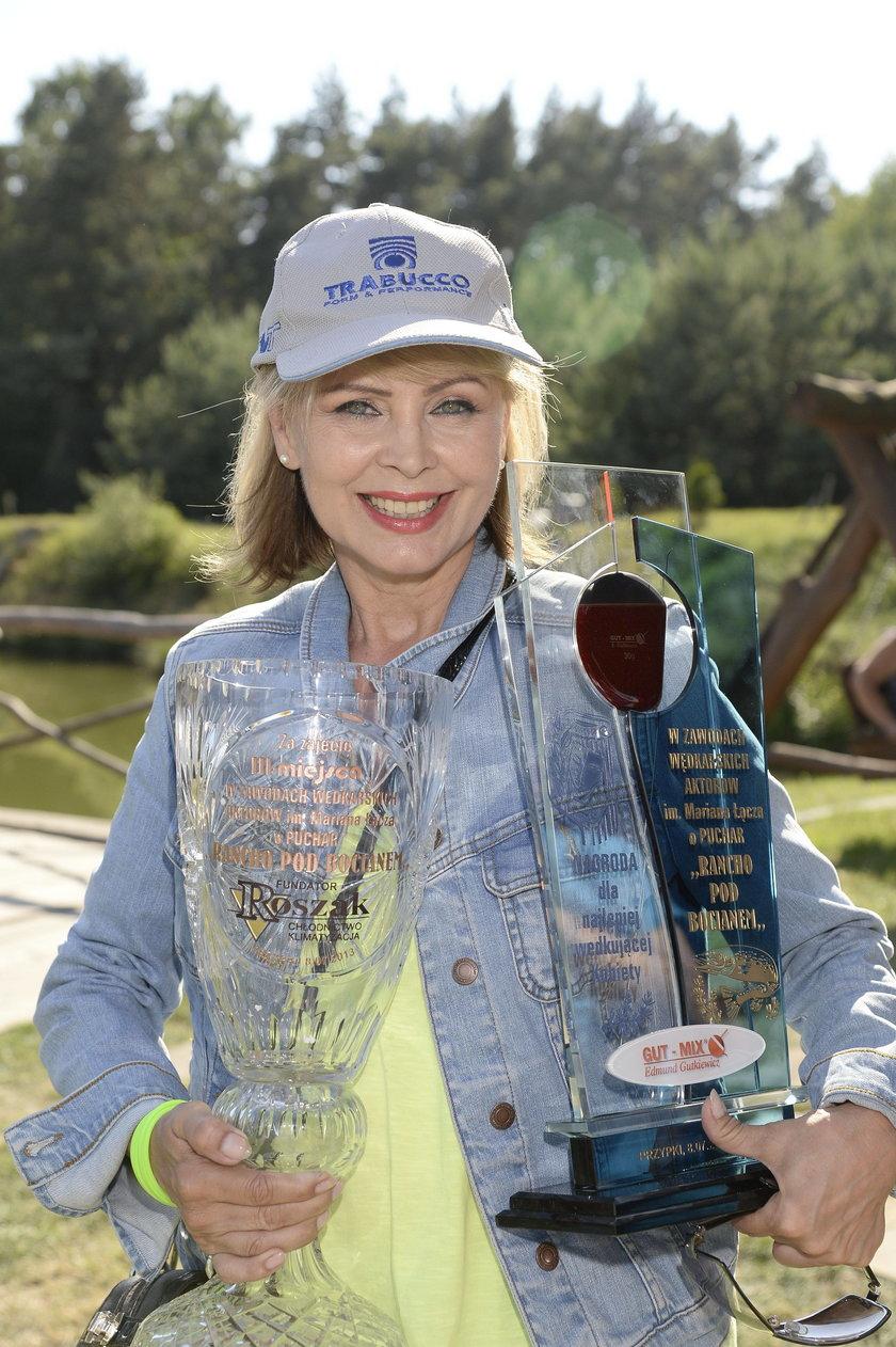 Izabela Trojanowska na zawodach aktorów w łowieniu ryb
