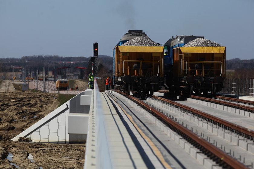 Lokomotywy testowały najdłuższy wiadukt PKM