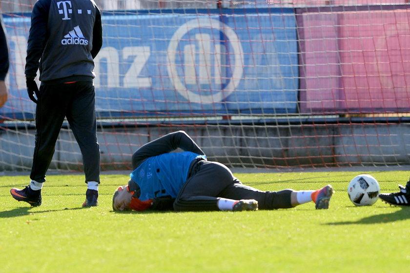 Robert Lewandowski kontuzjowany! Zszedł z treningu z bólem kolana