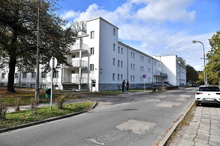 Warszawa. Śmierć młodej kobiety w akademiku. Ciało znaleźli na balkonie