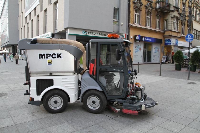 Katowice. Nowe urządzenia do sprzątania ulic w Katowicach