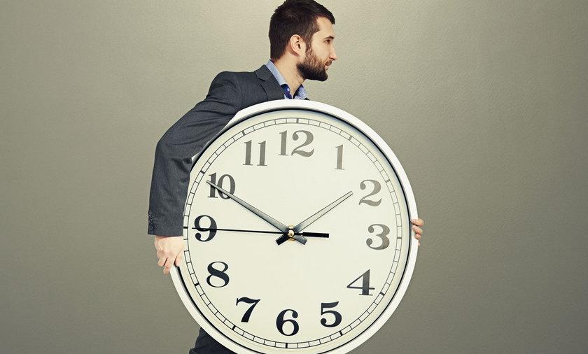 Mężczyzna z zegarem